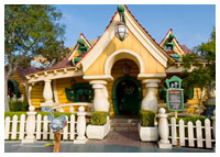Disneyland Resort - Mickey's Toontown - Mickey's House and Meet Mickey
